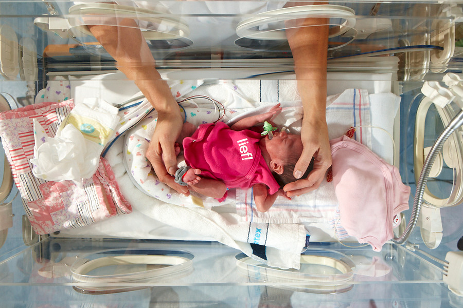 Op de afdeling Neonatologie (afd. B1, locatie Dordwijk) worden baby ...